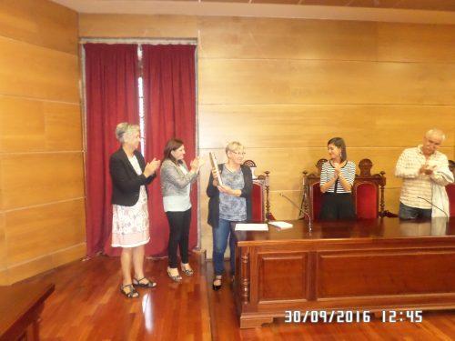 Susi Castro (presidenta da Fundación Plácido Castro), Fátima Abal (alcaldesa de Cambados), a gañadora Marta Dahlgren, Sonia Outón (concelleira de Cultura de Vilagarcía de Arousa) e Xaquín Chaves (autor da peza escultórica que simboliza o premio.