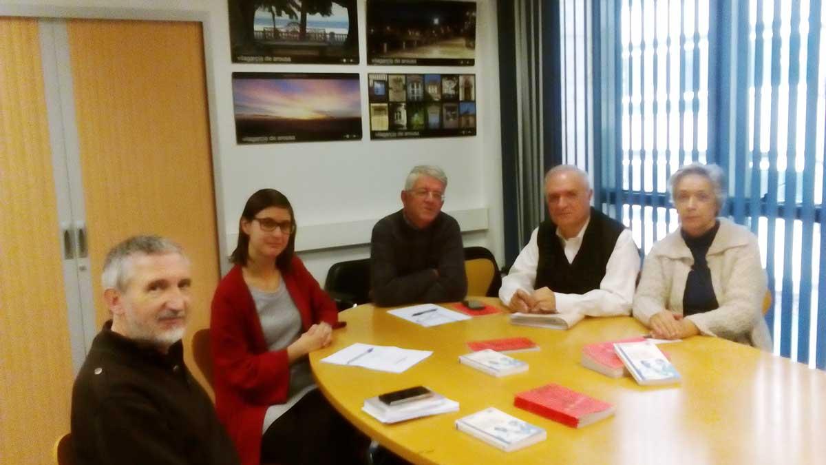 Reunión do Padroado, en Vilagarcía, onte 23 de novembro de 2015. Victor Caamaño, Sonia Outón, Xavier Senín, Xulio Ríos e Susi Castro.
