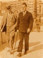 Paseando co seu pai pola Coruña, 1930